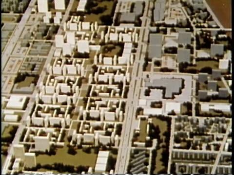 vídeos de stock, filmes e b-roll de 1963 montage city planners studying model of city / chicago, united states / audio - camisa e gravata