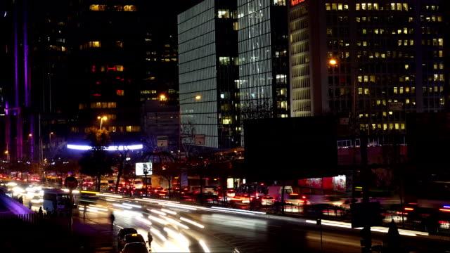 vídeos de stock e filmes b-roll de cidade de maior afluência zoom fora do intervalo de tempo - rx