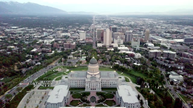 city scape with state capitol building - house of representatives stock videos & royalty-free footage