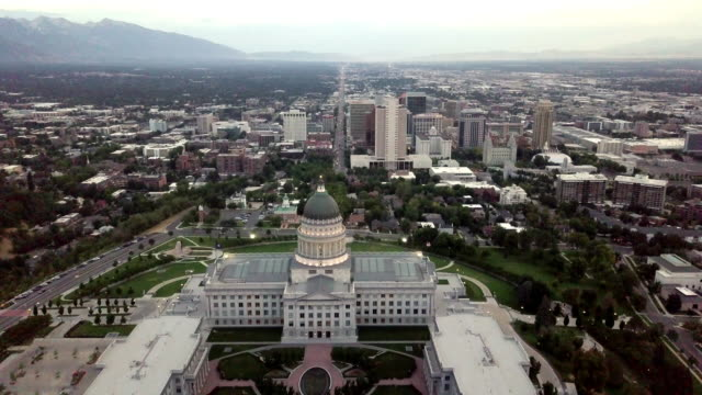 stockvideo's en b-roll-footage met city scape met state capitol building - verkiezing