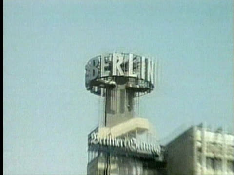 1994 CU ZO WS City scene in Berlin/ Berlin, Germany/ AUDIO