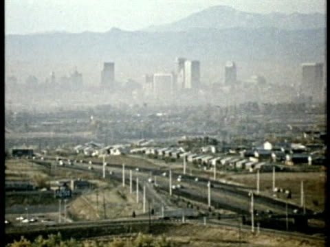 vidéos et rushes de 1975 ha ws city skyline and suburbs highlighting air pollution / united states / audio - brouillard
