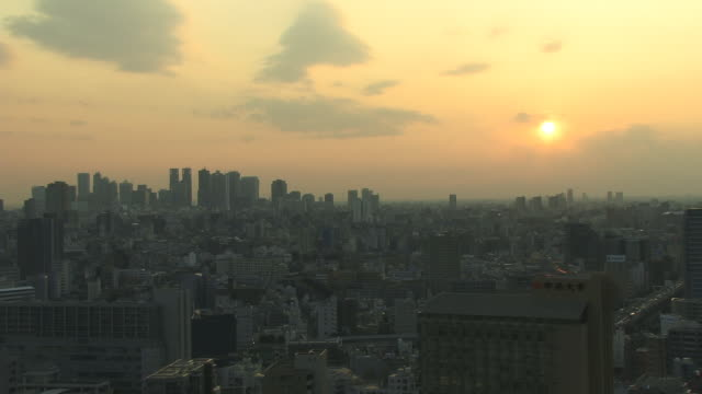 ws, ha, city skyline at sunrise, tokyo, japan - 薄明かり点の映像素材/bロール