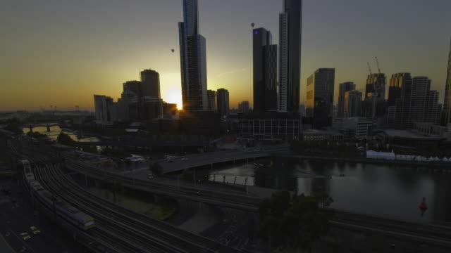 T/L WS ZI City skyline at Yarra River at sunrise, Melbourne, Australia
