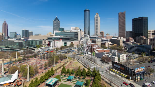 stockvideo's en b-roll-footage met city skyline, elevated view over downtown and the centennial olympic park in atlanta, georgia, united states of america - georgia us state