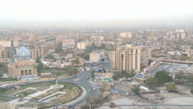 city skyline, mosque, and roundabout with chanting in the background / baghdad, iraq - bagdad bildbanksvideor och videomaterial från bakom kulisserna