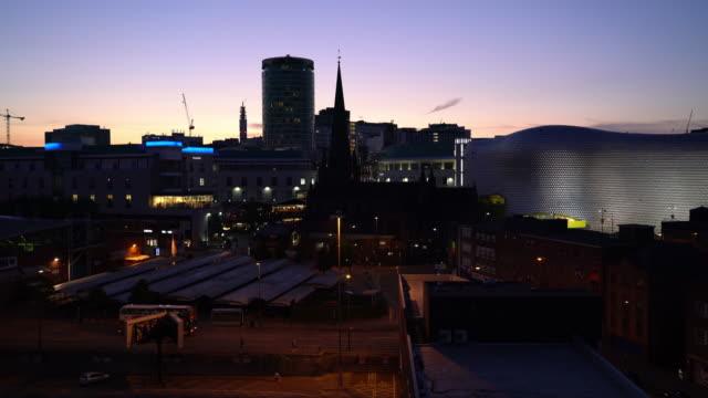 夕暮れ時のバーミンガムの街のスカイライン - 英国 バーミンガム点の映像素材/bロール