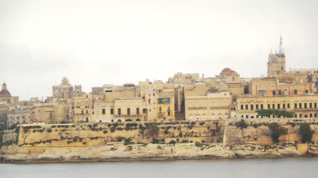 stockvideo's en b-roll-footage met city skyline of valletta, malta - unesco world heritage site - valletta