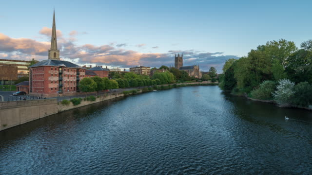 city skyline of worcester with worcester cathedral in worcestershire, uk - 4k time-lapse (zoom-out) - basilica stock videos & royalty-free footage