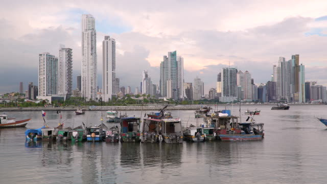 city skyline, panama city, panama, central america - パナマ点の映像素材/bロール