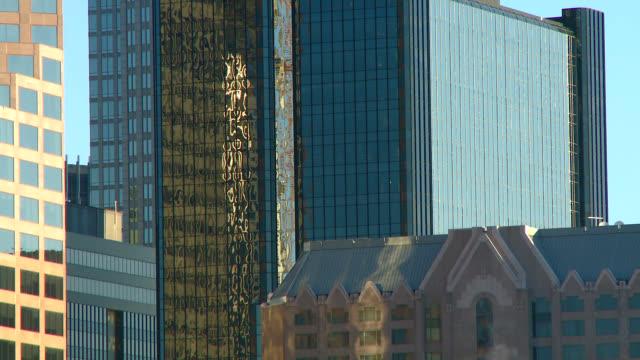 skyline der stadt druckknopf verkleinern von charlotte, north carolina, usa - charlotte stock-videos und b-roll-filmmaterial