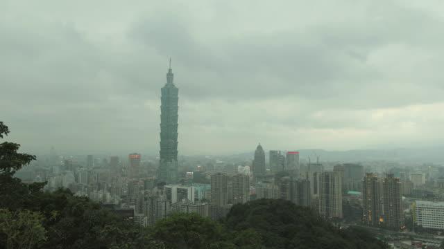 vídeos y material grabado en eventos de stock de t/l ws ha city skyline / taipei, taiwan - taipei 101