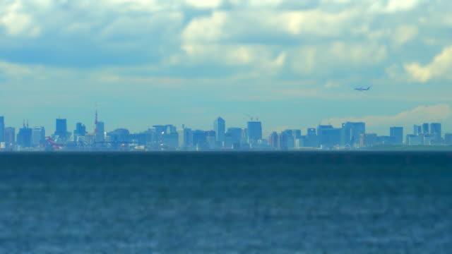 雲のある都市のスカイライン / チルトシフト - 焦点点の映像素材/bロール