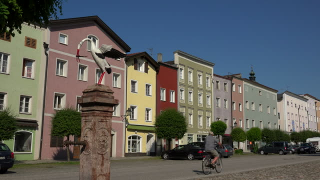 stockvideo's en b-roll-footage met city square in tittmoning, rupertiwinkel, upper bavaria, bavaria, germany - blijf staan