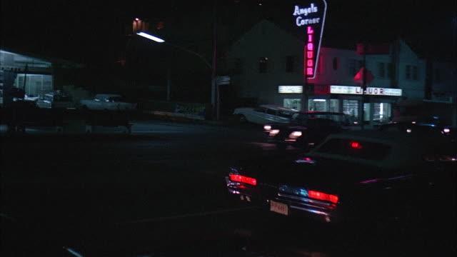 pan city street at night, los angeles - medium group of people bildbanksvideor och videomaterial från bakom kulisserna