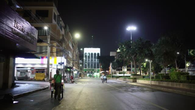 city street på natten av tomma - sydostasien bildbanksvideor och videomaterial från bakom kulisserna