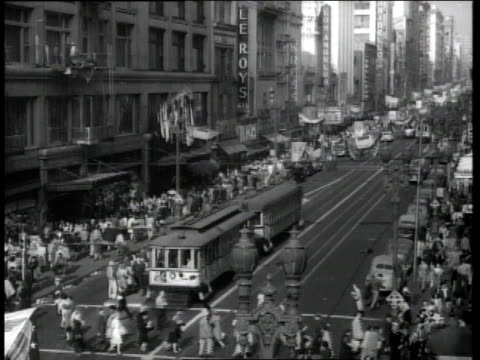 vídeos de stock e filmes b-roll de 1944 city street full of pedestrians and trolleys / los angeles, california, united states - 1944