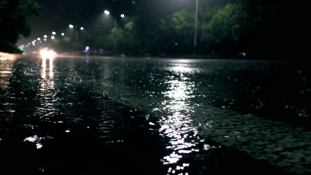 雨の中街 - electric lamp点の映像素材/bロール