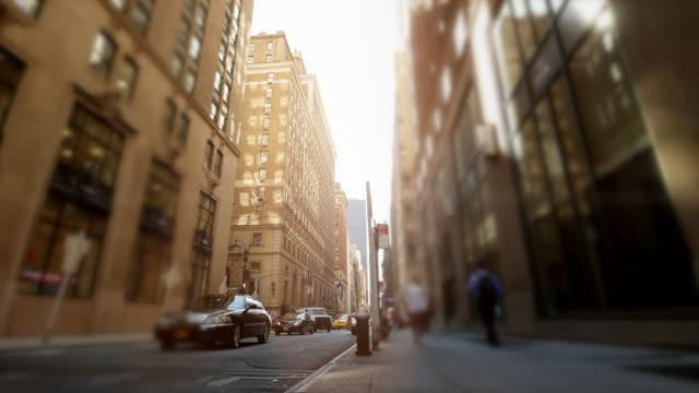 city street landmarks scene of urban metropolis background. rush hour traffic and commuters scene - 歩道点の映像素材/bロール