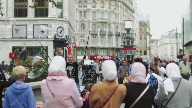 stockvideo's en b-roll-footage met city street of london - soap sud