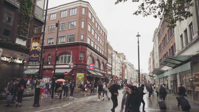 city street of london - international landmark stock videos & royalty-free footage