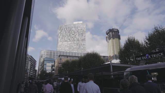 city street of london - londra e hinterland video stock e b–roll