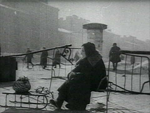 city street scenes in winter during blockade women drawing water and washing linen on street audio / leningrad, russia - st. petersburg russia stock videos & royalty-free footage