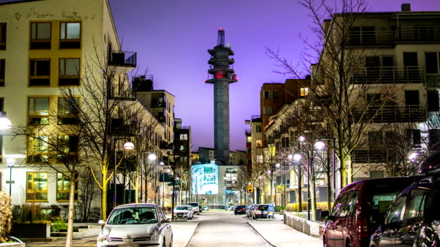 stockvideo's en b-roll-footage met city street tower time lapse - buitenwijk