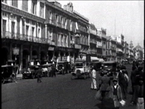 1930 ws city street with cars driving, people walking, and buildings in the background / mexico city, mexico - 1930 stock-videos und b-roll-filmmaterial