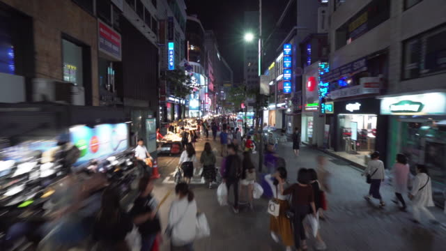 vídeos de stock e filmes b-roll de city streets of seoul at night, timelapse - vendedor comércio