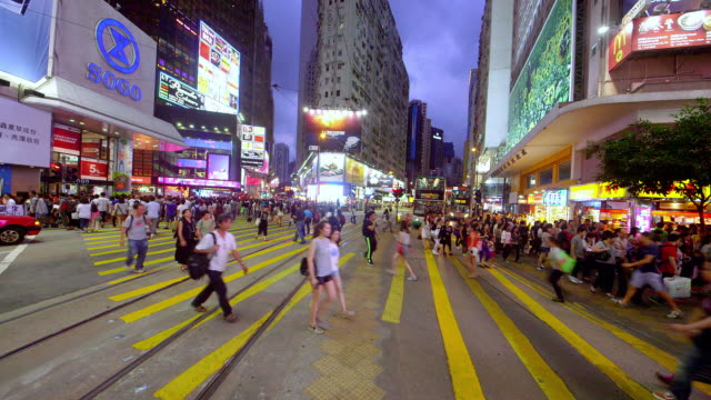 vídeos de stock, filmes e b-roll de city streets - yellow taxi