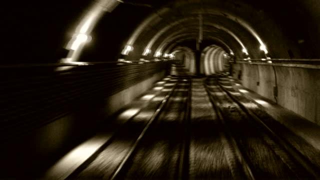 街の地下鉄 2 - 地下鉄電車点の映像素材/bロール