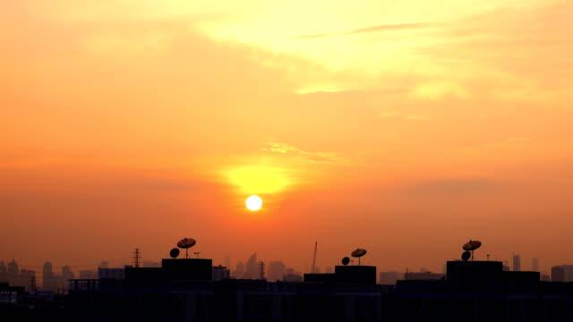 4k: sonnenuntergang in bangkok city - bangkok stock-videos und b-roll-filmmaterial