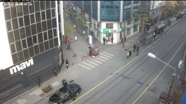 city surveillance camera footage shows people pay their respects on 09:05 a.m., the death time of mustafa kemal ataturk, founder of the republic of... - ムスタファ ケマル アタテュルク点の映像素材/bロール