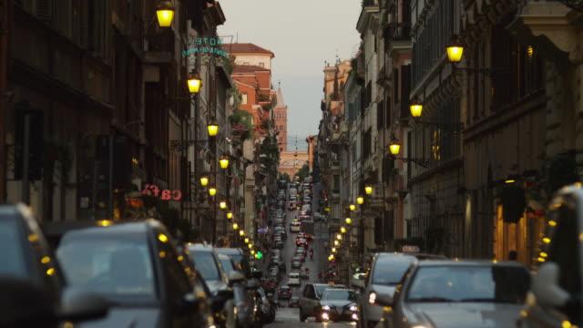 WS City traffic at dusk / Rome