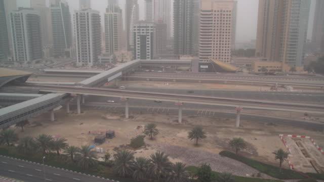 ws ha city traffic during sandstorm / dubai, uae - sandstorm stock videos & royalty-free footage