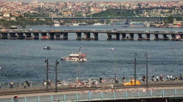ws ha city traffic, golden horn, istanbul, turkey - イスタンブール 金角湾点の映像素材/bロール