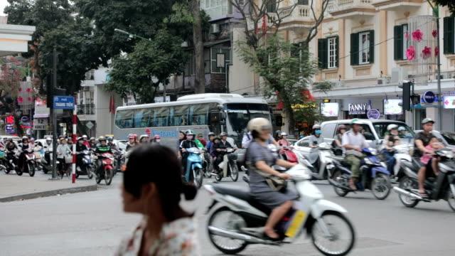 vídeos y material grabado en eventos de stock de city traffic, hanoi, vietnam - caos