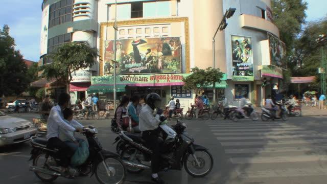 ws pan city traffic, phnom penh, cambodia - phnom penh stock videos and b-roll footage