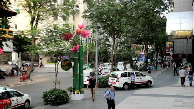 city trafic ho chi minh city, vietnam - vietnam meridionale video stock e b–roll
