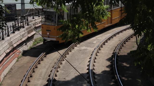 vídeos de stock e filmes b-roll de city tram, budapest, hungary, europe - linha do elétrico