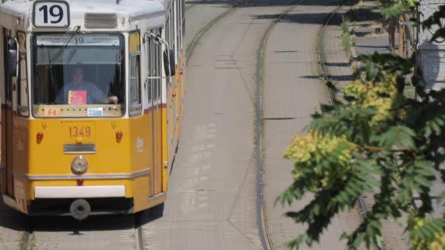 vidéos et rushes de city tram, budapest, hungary, europe - ligne de tramway