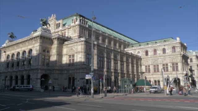 city tram on burgring in winter, vienna, austria, europe - tram stock-videos und b-roll-filmmaterial