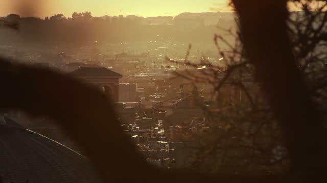 Stadt unter der Sommersonne