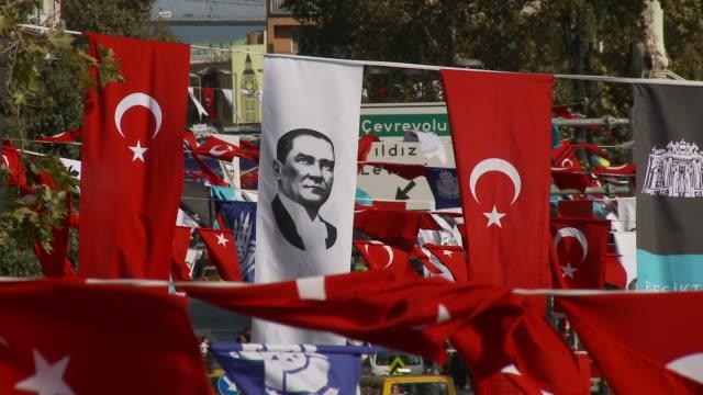 vidéos et rushes de city view of istanbul, turkey - drapeau turc