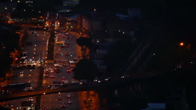 ws t/l city view streets and traffic cars city at night time / belo horizonte, minas gerais, brazil - horizonte stock videos & royalty-free footage