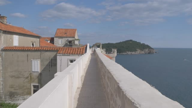 city wall, old town and adriatic sea, dubrovnik old town, unesco world heritage site, dubrovnik, dubrovnik riviera, croatia, europe - adriatic sea stock videos & royalty-free footage