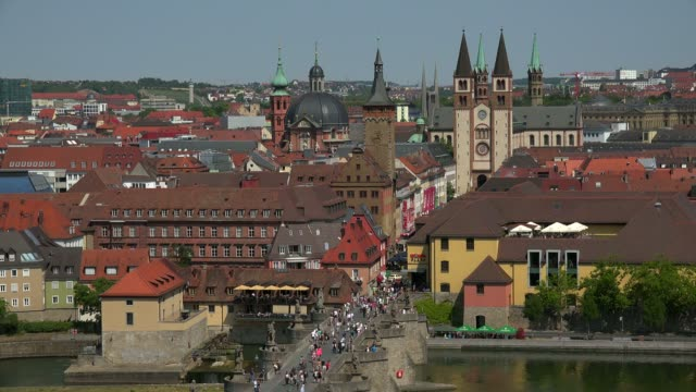 vídeos de stock e filmes b-roll de city with main river, old bridge, neumuenster collegiate church, town hall, st. kilians cathedral, wuerzburg, lower franconia, bavaria, germany - por volta do século 11 dc
