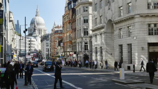 city workers in london fleet street (uhd) - fleet street stock videos & royalty-free footage