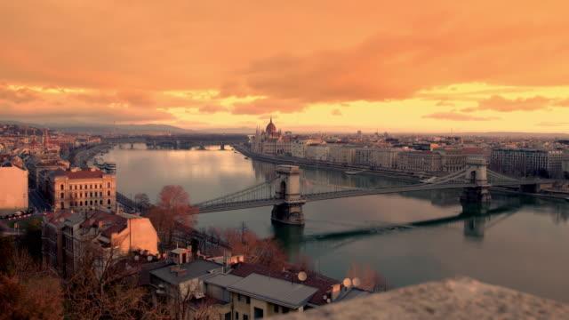 ws の景観や日の出、ブダペスト、ハンガリーのドナウ川 - ブダペスト点の映像素材/bロール